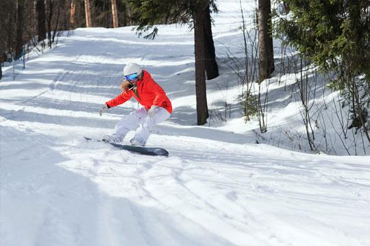 White-Wolf-Lodge-Mountain-Ski-Or-Snowboard-Rental