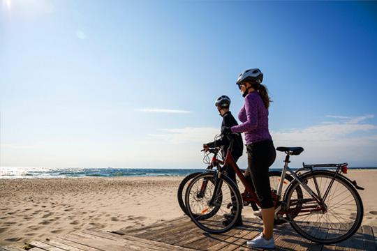People biking with bikes from Beaufort Bike Rental